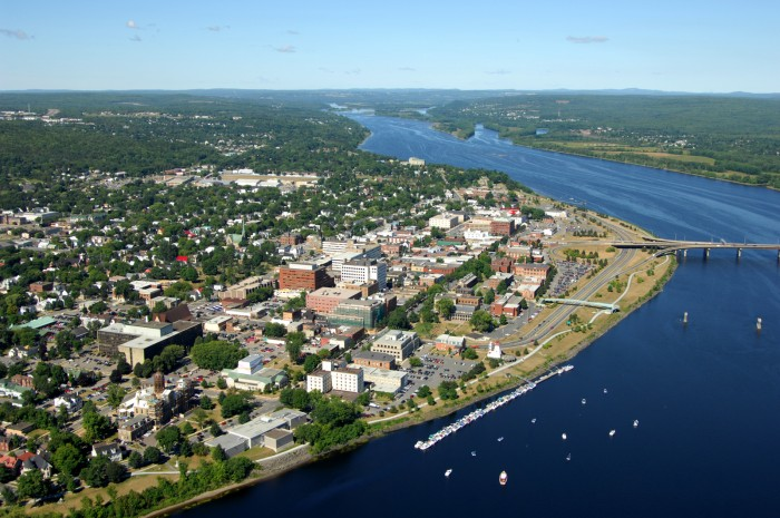 Fredericton - i rith an tSamhradh © New Brunswick Tourism, Creative Commons Licence